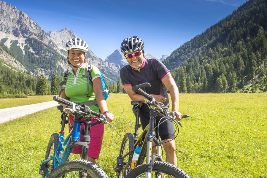 El-sykkel til glede for gamle og eldre, men ikke uten problemer